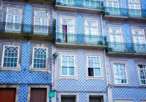 Maison avec décoration sur façade